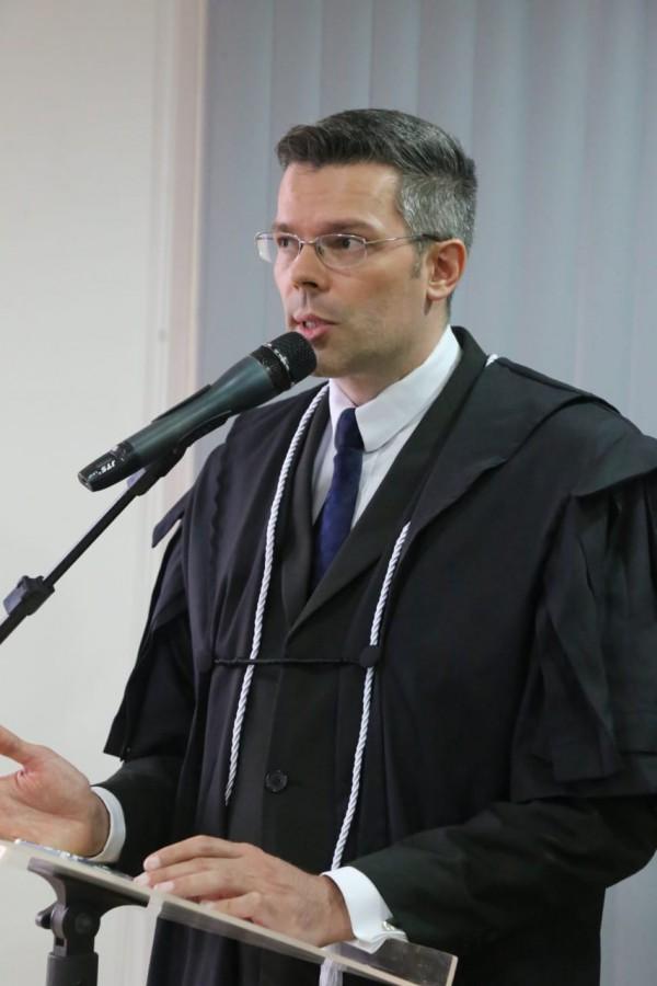 Juiz Marcelo Moreira discursando na cerimônia de posse