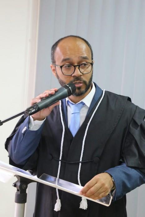 Juiz Nildo Inácio durante o discurso de posse