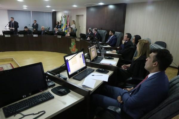 Desembargadores, autoridades do executivo, representantes da OAB, Ministério Público de Roraima e Associação dos Magistrados durante a cerimonia de posse dos novos juízes no pleno do Tribunal de Justiça de Roraima